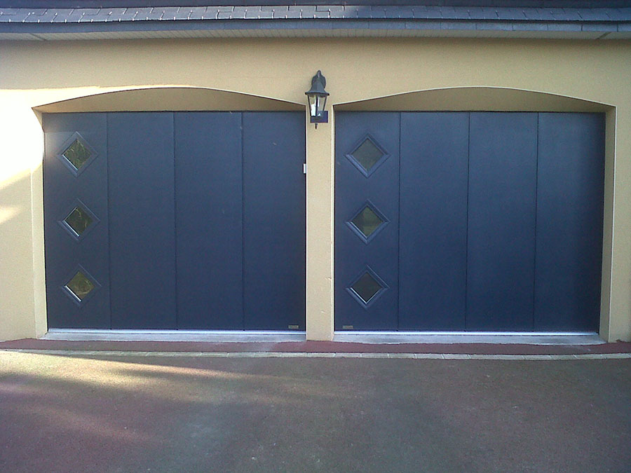 pose de porte de garage autour de rennes aluminium. Black Bedroom Furniture Sets. Home Design Ideas