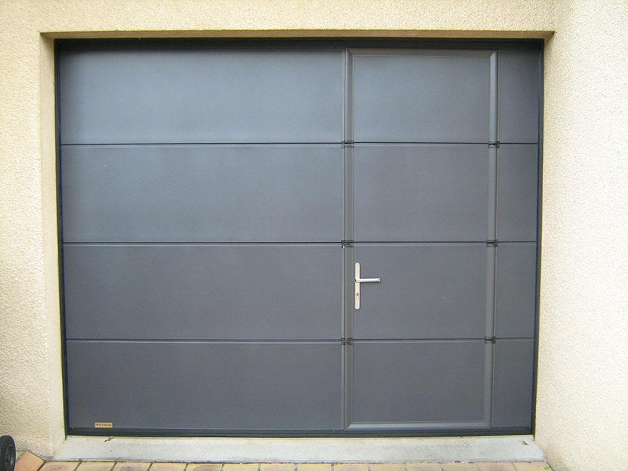 Pose de porte de garage autour de rennes aluminium sectionnelle basculante coulissante - Pose d une porte de garage sectionnelle motorisee ...